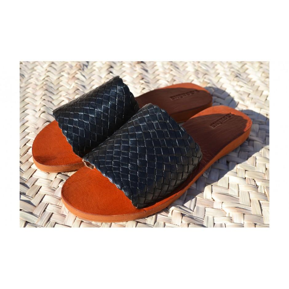 Sandale / mule en cuir tressé noir