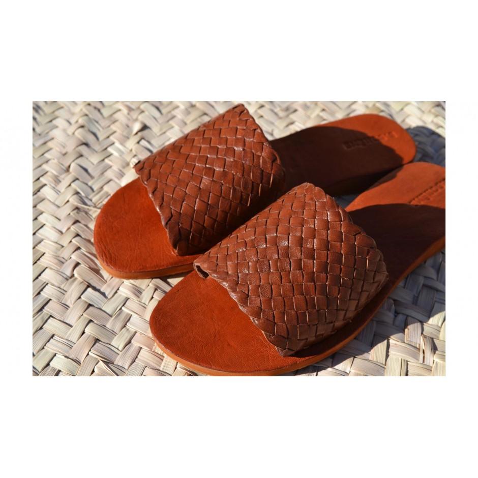 Sandale / mule en cuir tressé marron