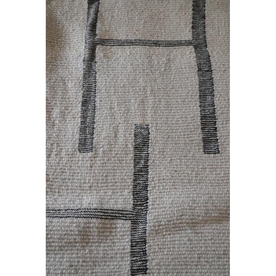 Tapis écru et labyrinthe dans la trame N°110